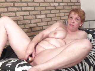 Порно зрелая мамка с другом